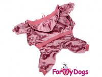 Teplejší velurový overal pro psy i fenky se stříbrným potiskem. Zapínání na druky na břiše, pružný pas i manžety, velurová podšívka.