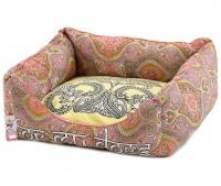 Příjemný měkoučký pelíšek pro psy z kolekce For My Dogs vhodný pro menší psy. Vyjímatelný polštář, protismykové dno. (3)