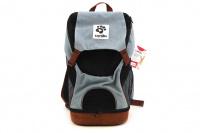 Batoh na psa s nosností 5 kg. Polstrovaná zadní strana, pevné skořepinové dno, vyjímatelná podložka. Barva modro-černá.