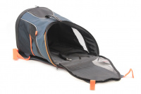Batoh na psa s nosností 8 kg. Polstrovaná zádní strana, pevné skořepinové dno, hrudní pás pro rozložení váhy, vyjímatelná podložka. Barva modro-černá. (8)