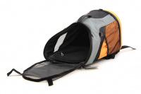 Batoh na psa s nosností 8 kg. Polstrovaná zadní strana, pevné skořepinové dno, hrudní pás pro rozložení váhy, vyjímatelná podložka. Barva šedo-oranžová. (10)