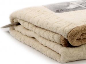 Měkoučká plyšová deka pro psy TALL TAILS ochrání vaši sedačku, křeslo, potahy v autě a další citlivé povrchy před poškrábáním a znečištěním. Rozměry deky 102 × 152 cm, oboustranná. (2)