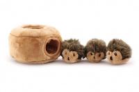 Plyšová hračka pro psy – domeček se třemi ježečky. Příjemný měkoučký materiál, ideální pro štěňata a menší plemena psů. (4)