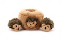Plyšová hračka pro psy – domeček se třemi ježečky. Příjemný měkoučký materiál, ideální pro štěňata a menší plemena psů.