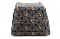 Multifunkční pelíšek pro psy sloužící jako uzavřená bouda nebo pelíšek s okrajem. Barva šedá. (7)
