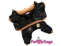 Obleček pro psy i fenky – teplejší overal BLACK TAN STARS od ForMyDogs z měkké pleteninové látky. Zapínání na druky na bříšku, pružné lemy, kapuce.