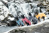 HURTTA – Outdoorový zimní obleček pro psy pro jejich dokonalý teplotní a pocitový komfort. Voděodolný a snadno udržovatelný materiál, termoizolační podšívka, 3M reflexní prvky. Barva modrá – borůvková. (7)