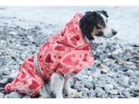 Extra zateplený outdoorový zimní obleček pro psy HURTTA. Voděodolný a snadno udržovatelný materiál, termoizolační folie udržující teplo, 3M reflexní prvky. Barva červená, vzor CORAL CAMO. (2)