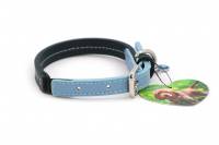 Stylový obojek pro psy ROSEWOOD Baby Blue z jemné, ručně prošívané kůže s leštěným zapínáním. Barva modrá/šedá. (4)
