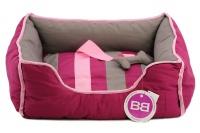 Pohodlný pelíšek pro psy s hračkou od BOBBY. Vyjímatelný polštář, možnost praní v pračce, protiskluzové dno. Barva bordó.