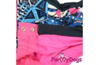 Obleček pro fenky malých až středních plemen – pláštěnka PINK SHAPES od ForMyDogs. Zapínání na zip na zádech, hladká podšívka, bez kapuce. (2)
