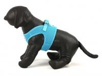 Hrudní postroj pro psy anglické značky Doodlebone v zářivě modré barvě. Vzdušný síťovaný materiál, dvojité zapínání (pohled z boku)