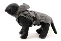 ULTIMATE WEATHER SHIELD je originální nastavitelný postroj pro psy s integrovanou pláštěnkou. Dvě možnosti připevnění vodítka a úchyt pro uchopení psa. (18)