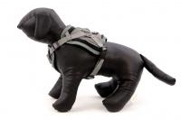 ULTIMATE WEATHER SHIELD je originální nastavitelný postroj pro psy s integrovanou pláštěnkou. Dvě možnosti připevnění vodítka a úchyt pro uchopení psa. (6)