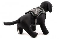 ULTIMATE WEATHER SHIELD je originální nastavitelný postroj pro psy s integrovanou pláštěnkou. Dvě možnosti připevnění vodítka a úchyt pro uchopení psa. (10)