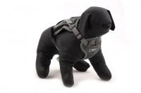 ULTIMATE WEATHER SHIELD je originální nastavitelný postroj pro psy s integrovanou pláštěnkou. Dvě možnosti připevnění vodítka a úchyt pro uchopení psa. (11)