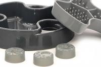 Miska proti hltání psů od HOLLAND ANIMAL. Unikátní tvar misky se třemi oddělenými sekcemi účinně brání psům v hltání. Průměr misky 23 cm, barva šedá. (5)