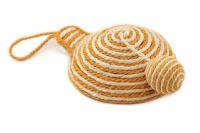 Jednoduchá hračka/škrabadlo pro kočky s balonkem vyrobené ze sisalu. Poutko na zavěšení, rozměry 21 × 8 cm, výběr barev. (3)