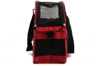 Praktická přepravní taška na psy v precizním provedení a designu BOBBY. Síťovaná vrchní strana, větrací otvory, vyjímatelná podložka. Barva červená (3).
