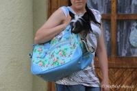 FOTO – Luxusní prostorná kabelka/taška na psy z kolekce Urban Pup, řada Summer Rose. Doporučená maximální váha psa 8 kg (2).