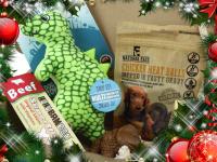 Vánoční box pro psy s vybranými pamlsky a hned dvěma hračkami dle vlastního výběru. Kompletně připravený vánoční dárek – včetně sváteční mašle. (8)