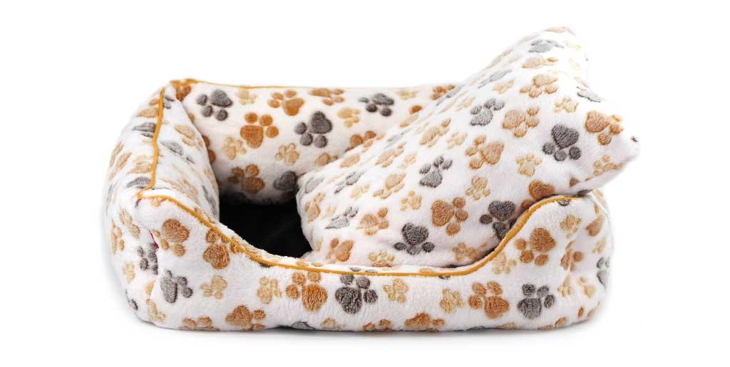 Luxusní béžový pelíšek pro psy od FMD vhodný pro malá až střední plemena psů